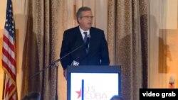 Jeb Bush habla en Miami.