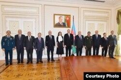 Presidente de Azerbayaín con su gabinete el 21 de febrero del 2017
