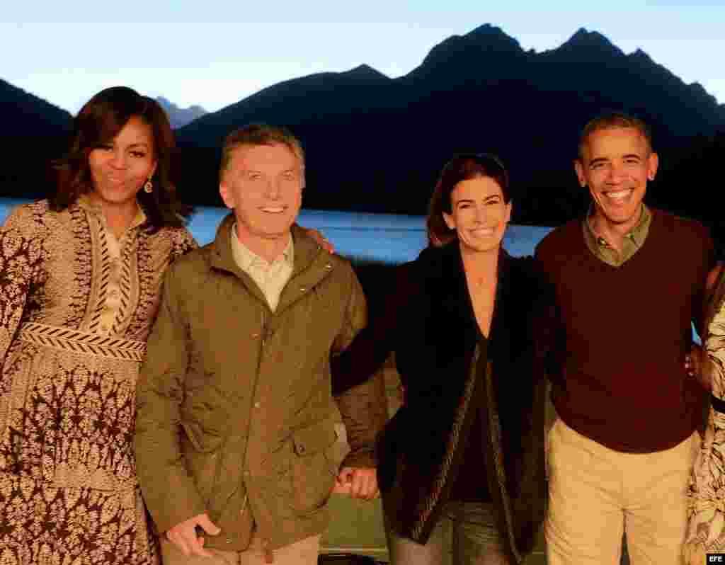 Las familias Obama y Macri se despiden en la Patagonia.