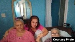 Ricardo Bofill junto a su esposa Yolanda Miyares y Janisset Rebeca Rivero