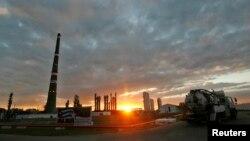 Foto Archivo. Refinería de petróleo en Cienfuegos. REUTERS/Claudia Daut