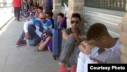 Migrantes, en su mayoría cubanos, varados sobre el puente Internacional Hidalgo-Reynosa. (Archivo)