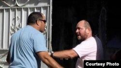Imagen del incidente entre la seguridad que acompañó a Rihanna y periodistas acreditados en Cuba.