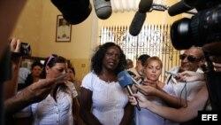 Participa representación de Damas de Blanco en seminario en España