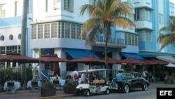 Vista de una esquina del distrito Art Decó de Miami Beach.