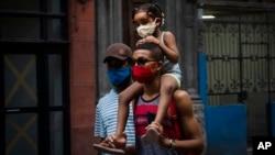 Habitantes de la capital deberán acogerse a severas medidas de control contra la propagación del coronavirus a partir de este martes. (AP Photo/Ramon Espinosa)