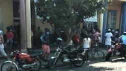 Policía controla colas y revendedores pero nadie los controla a ellos