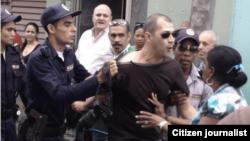 "Reporta Cuba. Arrestan a reportero de periódico oficial ""Adelante"" en Camaguey."