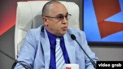 El Dr. Roberto Alvarez Fumero, que llamó por teléfono a los padres de Paloma Domínguez Caballero, visto aquí en el programa de propaganda gubernamental de la televisión cubana Mesa Redonda en abril de 2017.