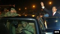 Fidel Castro recibía a sus invitados en autos de lujo.