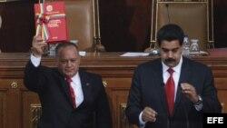 El vicepresidente de Venezuela, Nicolás Maduro (d), y el presidente de la Asamblea Nacional, Diosdado Cabello (i), en la sede del Parlamento en Caracas, Venezuela. Archivo.