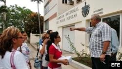 Un grupo de mujeres opositoras en demandan la creación de una moneda única en la isla.
