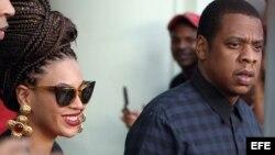 La cantante estadounidense Beyoncé (c) y su esposo, el rapero Jay-Z (d), estuvieron en abril en La Habana.