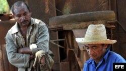Foto de archivo de campesinos cubanos