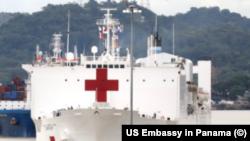 Buque hospital Comfort, de las Fuerzas Navales de EEUU, en misión humanitaria