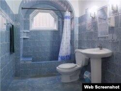 Uno de los baños de la casa particular Lam en el Vedado.