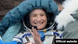 Serena Auñón-Chancellor tras volver a la tierra. NASA Credits: NASA/Bill Ingalls