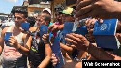 Cubanos varados en la frontera entre Panamá y Costa Rica.