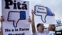 """Opositores protestan en Nicaragua contra """"farsa electoral"""""""