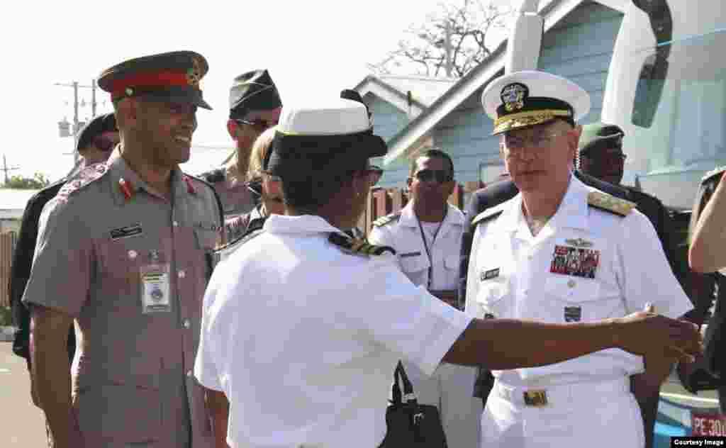 Almirante Tidd en Jamaica, durante Conferencia de Seguridad.