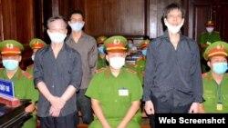 Blogueros vietnamitas Pham Chi Dung, Nguyen Tuong Thuy y Le Huu Minh Tuan durante juicio en ciudad Ho Chi Minh. (2021 STR / Agencia de Noticias de Vietnam / AFP).