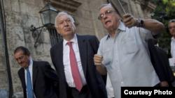 Margallo anda La Habana en compañía de Eusebio Leal mientras espera en vano una entrevista con Raúl Castro.