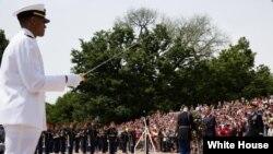 Obama en el cementerio de Arlington