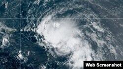 La tormenta tropical Laura luce ahora más organizada. (NHC)