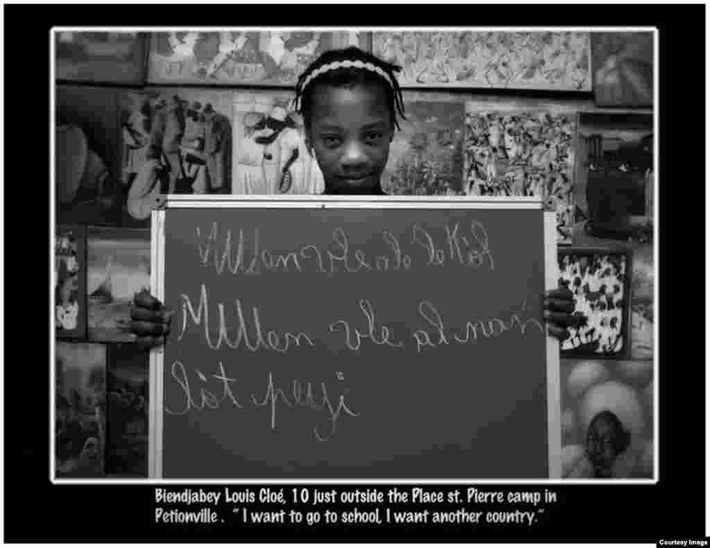 """""""Quiero ir a la escuela y a otro país"""". Foto Roberto Koltún cortesía de The Miami Herald."""