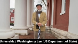 Ted Delaney profesor de la Universidad Washington y Lee