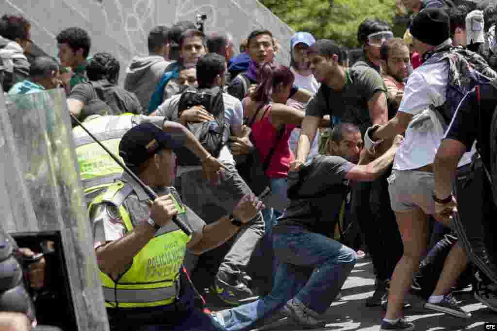 Ataques contra los manifestantes en Caracas.