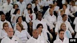 Un grupo de médicos extranjeros participa en un entrenamiento en la Universidad de Brasilia del programa Más Médicos. (Archivo)