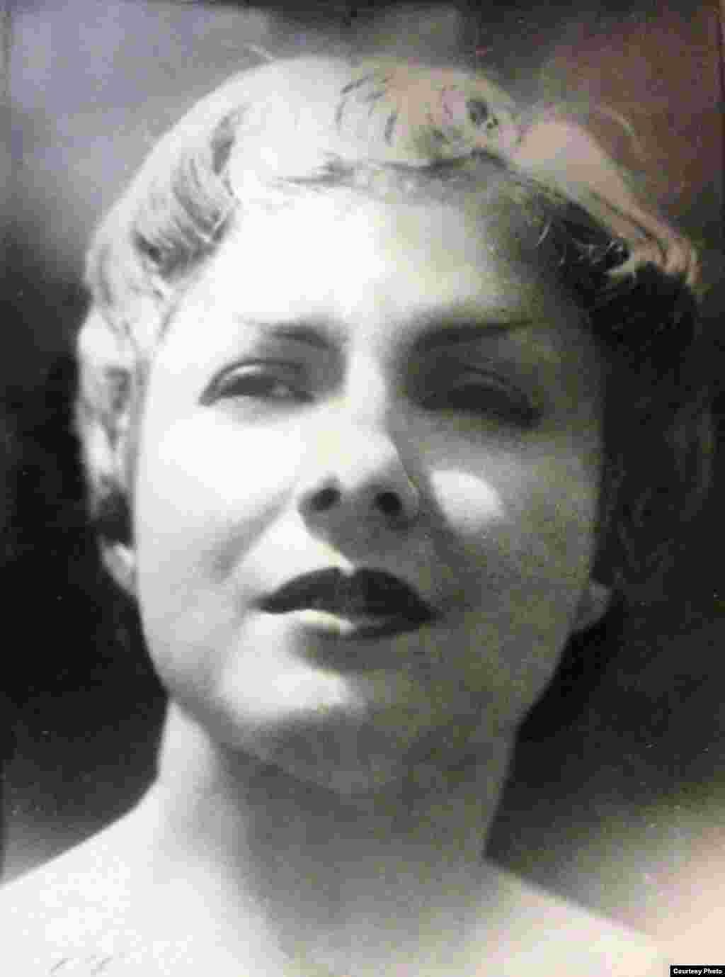 Carmina Benguría, declamadora y poeta cubana.