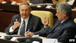 Según el diario, los cubanos pueden hoy imaginar el día en que el gobierno no será dirigido por un octogenario.