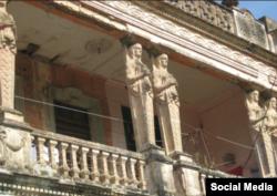 Vista del segundo piso de la Casa de las Cariátides en la ciudad de Camagüey.