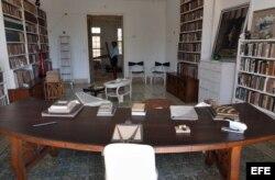 Foto de archivo (24/05/05) de la biblioteca del fallecido escritor norteamericano Ernest Hemingway, en su casa de Finca Vigía, en La Habana.
