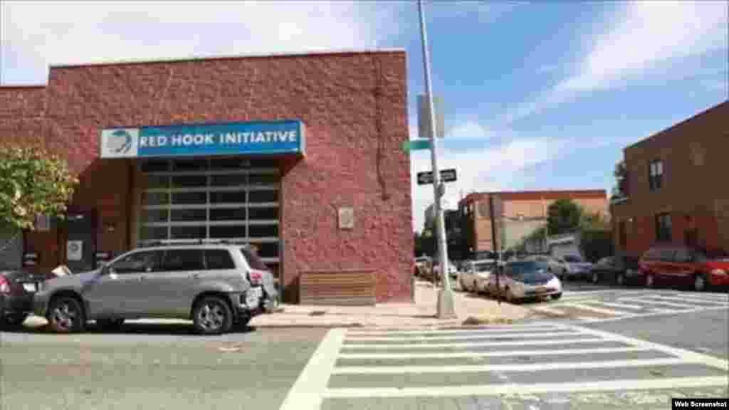 Los routers son instalados y pagados por la iniciativa Red Hook en Brooklyn, NY