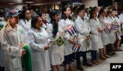 Médicos cubanos trabajando en el programa Mais Médicos de Brasil.