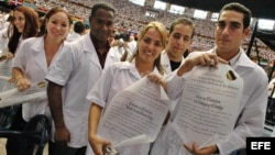 Graduación de médicos cubanos