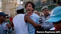 La policía arrestó a Boris González Arenas, periodista independiente y colaborador de Diario de Cuba, el 11 de mayo en la marcha del orgullo LGBTI, en La Habana. (Archivo)