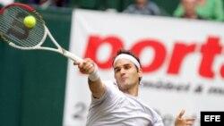 El tenista suizo Roger Federer derrotó al ruso Mikhail Youzhny en Halle, Alemania.