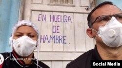 Una imagen de Facebook de José Daniel Ferrer junto a su esposa, la doctora Nelva Ismarays Ortega.