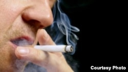 Los que fuman a diario tienen el doble de posibilidad de desarrollar la enfermedad.
