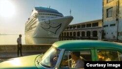 El Adonia a La Habana, el primer crucero de EEUU en atracar en un puerto cubano en más de 50 años. (National Geographic)