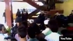 Estudiantes de medicina pakistaníes se enfrentan en Jagüey Grande a antimotines cubanos en julio del 2010