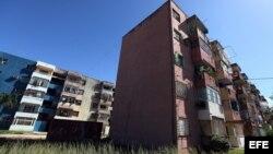 Un edificio de apartamentos en La Habana (Cuba).