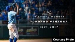 En memoria de Yordano Ventura, un tributo de los Reales de Kansas.