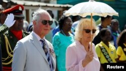 El príncipe Carlos y su esposa Camila durante una ceremonia en Kingstown, el 20 de marzo.