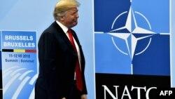 El presidente estadounidense Donald Trump llega a la Cumbre de la OTAN en Bruselas.