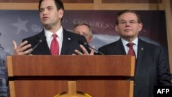 Senadores Marco Rubio, (R-FL) y Bob Menéndez, (D-NJ)